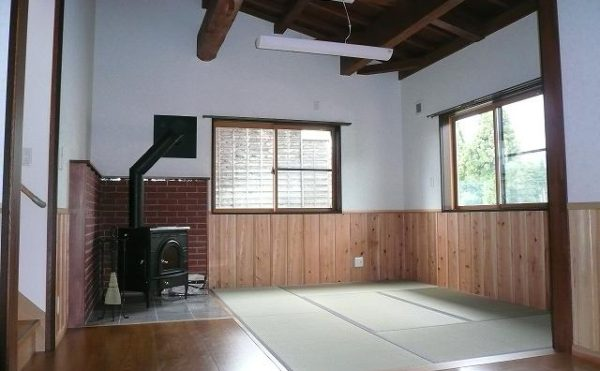 赤外線反射断熱材AIRINのおかげで、薪ストーブ1つで家中暖房できます。