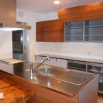 素敵なアイランドキッチン、食器棚