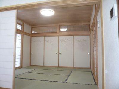 居間と座敷は襖仕切りです。